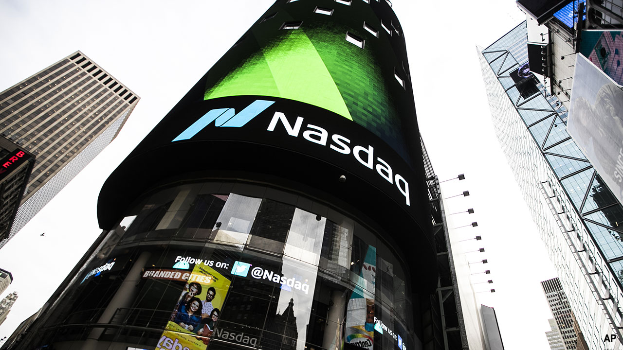 a picture of the nasdaq sign