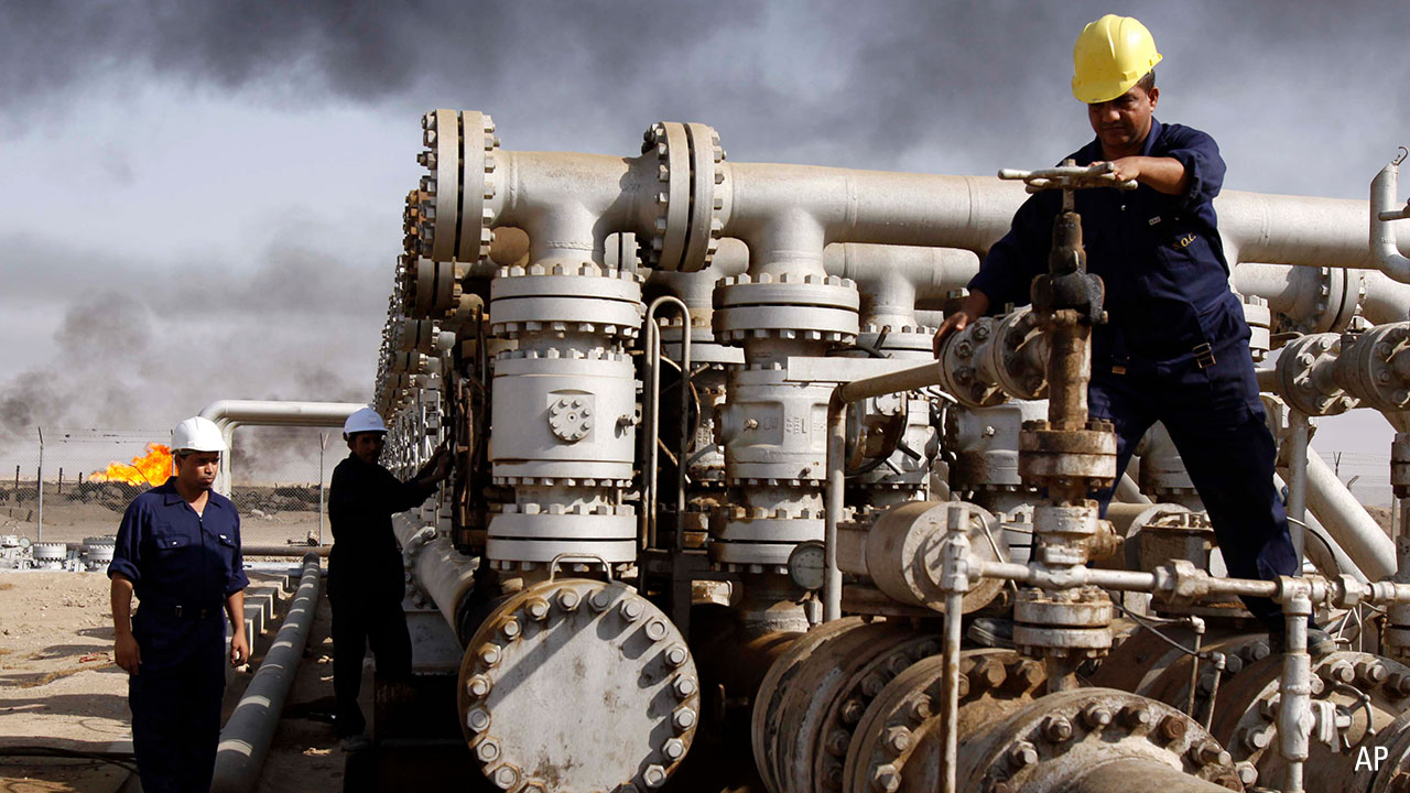 a photo of an oil field in the Middle East