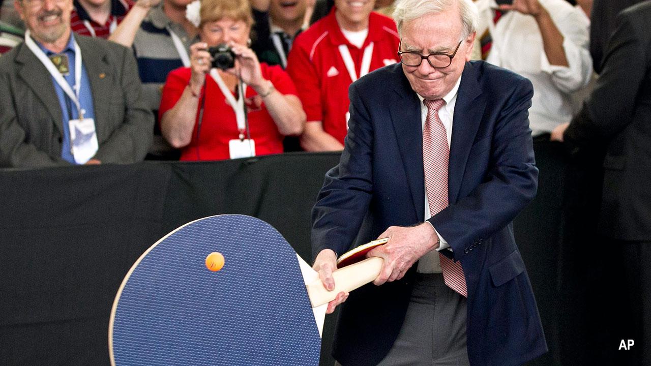 Warren Buffett plays ping pong w a giant novelty paddle