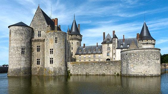 Economic moat castle