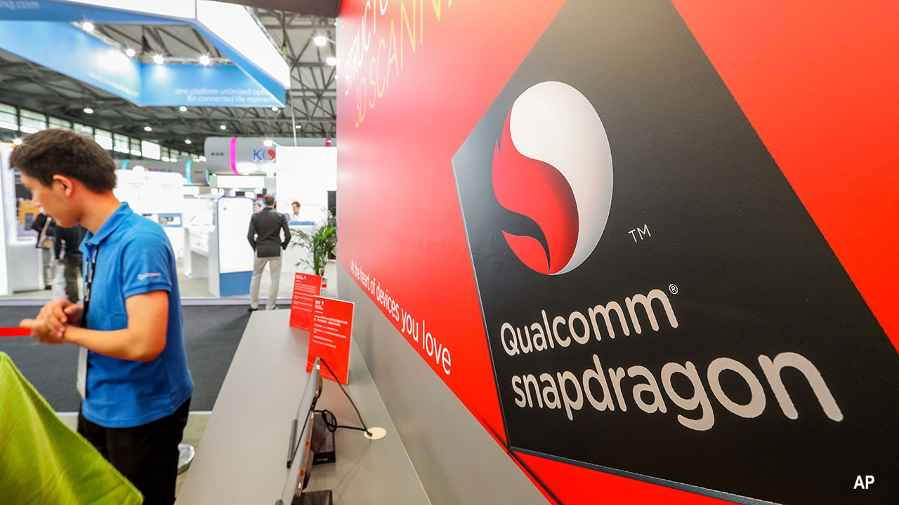 People visit the stand of Qualcomm during the 2016 Mobile World Congress (MWC) in Shanghai, China, 29 June 2016